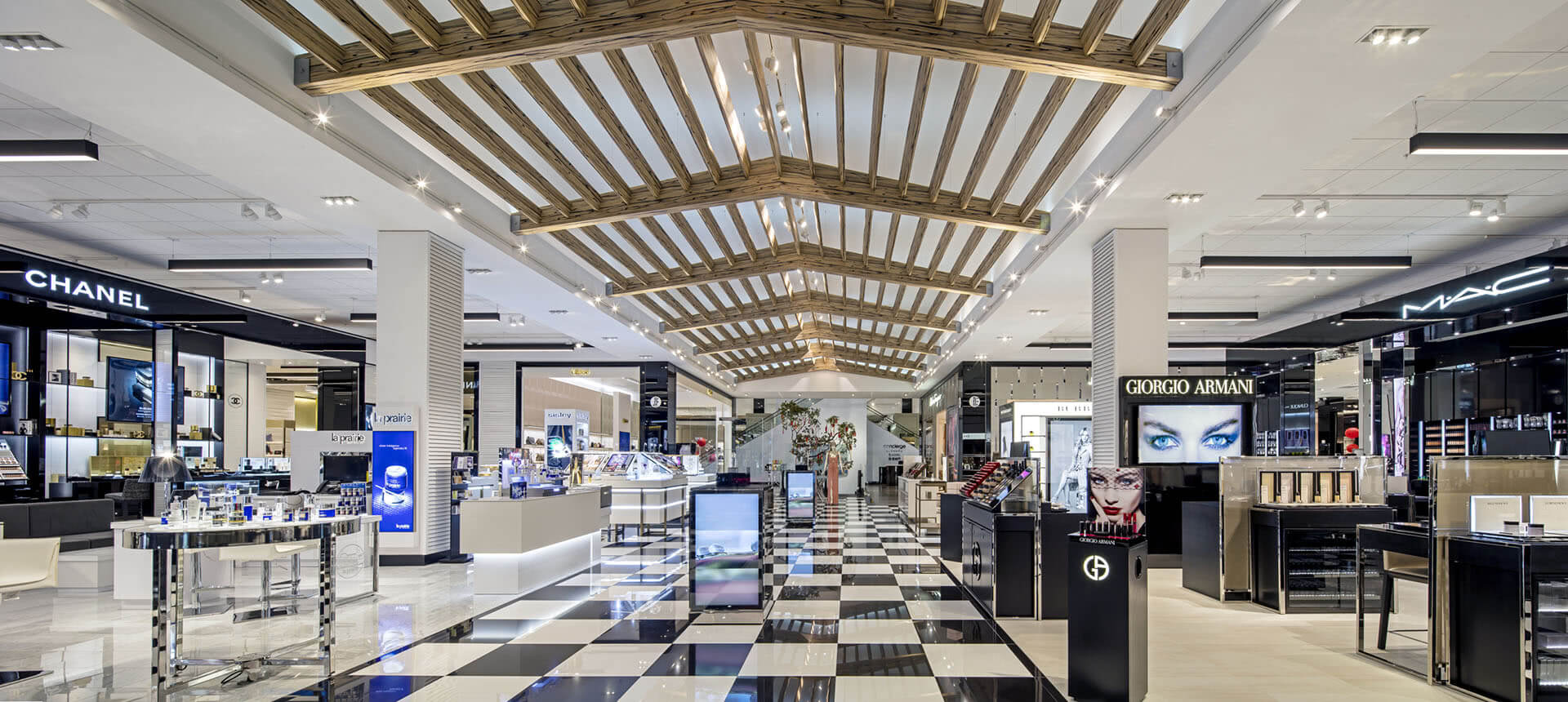 Considered one of New York City's best department stores, the iconic Bloomingdale's on 59th Street has recently undergone a full-blown trueiupnbp.gq , square-foot flagship store not only has an updated interior look, but has also added new brands in an effort to catch the eye of consumers.